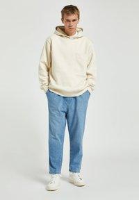 PULL&BEAR - Džíny Relaxed Fit - mottled blue - 1