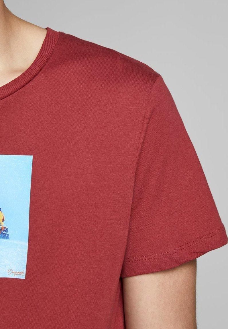 Jack & Jones EXPLORER - Print T-shirt - brick red NNaHD