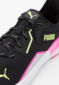 Puma - PLATINUM METALLIC - Zapatillas de entrenamiento - black/luminous pink/fizzy yellow - 5
