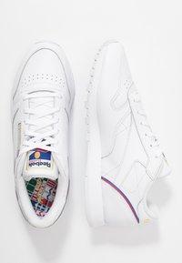 Reebok Classic - Sneakersy niskie - white/radiant red/blast blue - 3