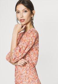Forever New - KYLIE RUCHED MINI DRESS - Kjole - orange - 4