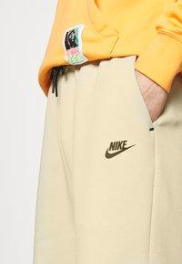 Nike Sportswear - Szorty - grain/black - 4