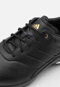 adidas Golf - PERFORMANCE CLASSIC - Golf shoes - core black/gold metallic - 5