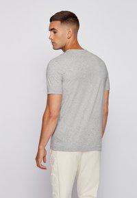 BOSS - TEE CURVED - Basic T-shirt - grau - 2