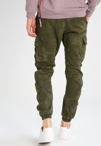 Urban Classics - Cargo trousers - olive - 2