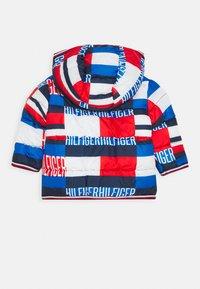 Tommy Hilfiger - BABY PRINTED PUFFER JACKET - Winter jacket - blue - 1