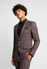Burton Menswear London - MAUVE POW - Giacca elegante - burgundy - 0