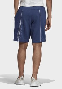 adidas Originals - R.Y.V. SHORTS - Shorts - blue - 2