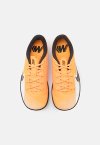 Nike Performance - MERCURIAL JR VAPOR 13 ACADEMY IC UNISEX - Indoor football boots - laser orange/black/white - 3