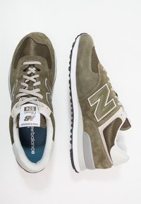 New Balance - ML574 - Sneakers - olive - 1