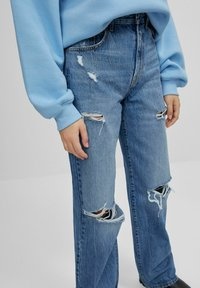Bershka - MIT SCHLAGHOSE UND RISSEN - Jeans relaxed fit - dark blue - 3