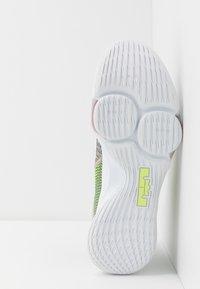 Nike Performance - LEBRON WITNESS IV - Obuwie do koszykówki - string/black/volt/bright crimson/white - 4