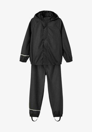 NKNDRY RAIN SET UNISEX - Kalhoty do deště - black