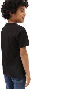 Vans - BY VANS CLASSIC LOGO FILL KIDS - T-shirt con stampa - black/spiral tie dye - 1