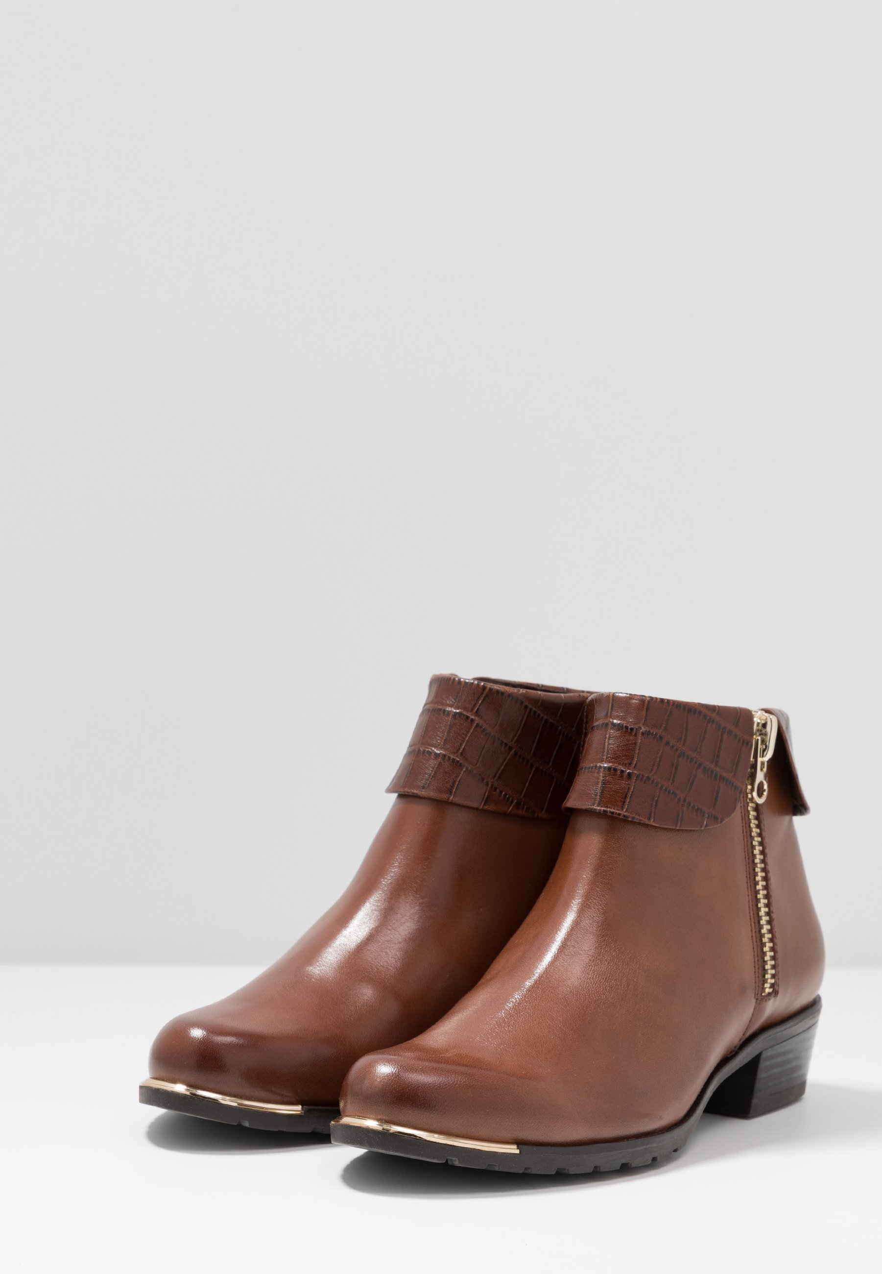 Caprice Ankle Boot cognac