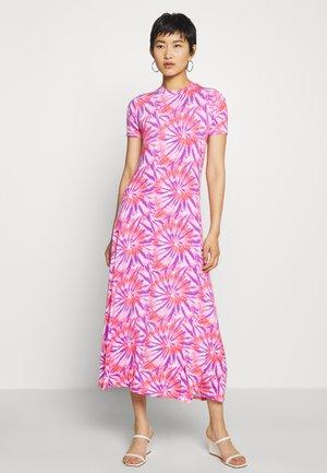 UMBRA - Žerzejové šaty - pink