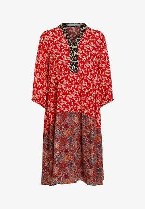 Day dress - red violett