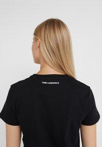 KARL LAGERFELD - KARL'S TREASURE KNIGHT T-SHIRT - Print T-shirt - black - 3