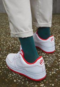 Nike Sportswear - AIR FORCE 1 '07 STITCH - Baskets basses - white/university red - 2
