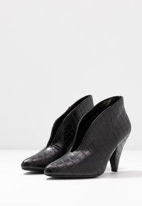 Dorothy Perkins - ADMIRE UPDATE - Kotníková obuv - black - 4