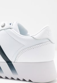 Tommy Jeans - HIGH CLEATED CORPORATE  - Sneakers basse - white