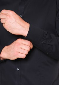 OLYMP No. Six - OLYMP NO.6 SUPER SLIM FIT - Shirt - schwarz - 4