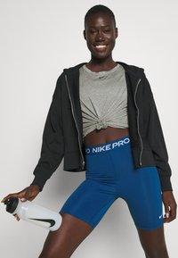 Nike Performance - ONE - Top sdlouhým rukávem - particle grey/heather/black - 3