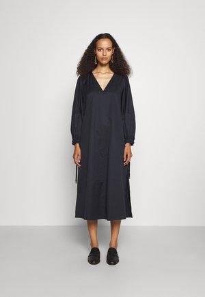 V NECK MIDI DRESS WITH ROPE CUFF TIE - Day dress - navy