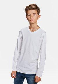 WE Fashion - WE FASHION JONGENS V-NECK T-SHIRT, 2-PACK - Long sleeved top - white - 1