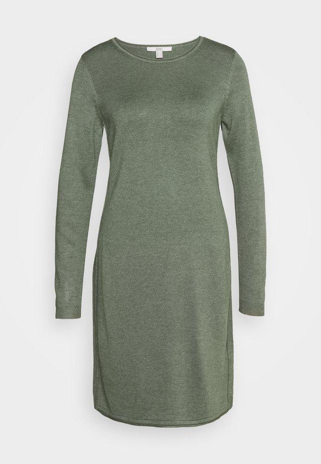 DRESS - Strikkjoler - khaki green