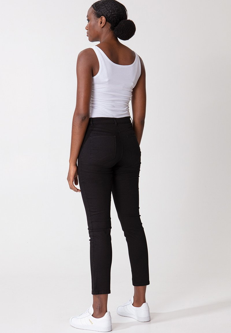 Indiska GRACE ANCLE - Jeans Slim Fit - black/schwarz jCHVTj