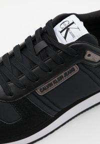 Calvin Klein Jeans - RUNNER LACEUP - Zapatillas - black - 5