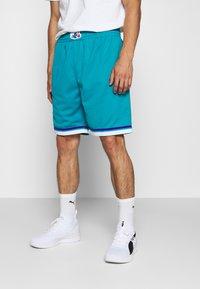Mitchell & Ness - NBA SWINGMAN SHORTS HORNETS - Sports shorts - teal - 0