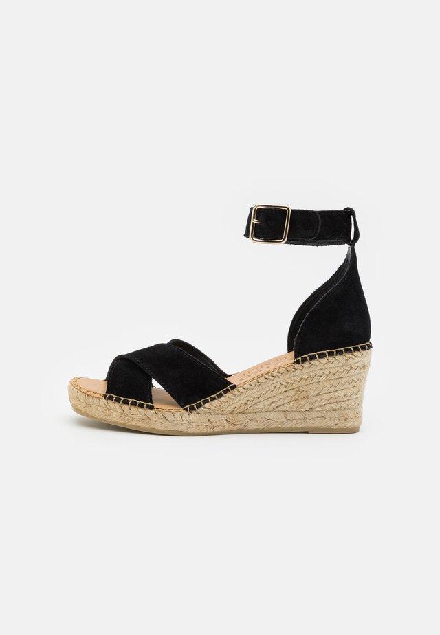 SLFESTHER WEDGE  - Sandalen met plateauzool - black