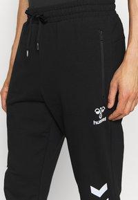 Hummel - RAY 2.0 TAPERED PANTS - Spodnie treningowe - black - 3