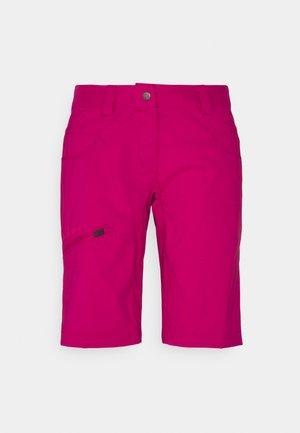 WOMEN'S SKARVAN BERMUDA - Pantalones montañeros cortos - crimson red