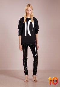 KARL LAGERFELD - TERRY - Sweater - black /white - 1