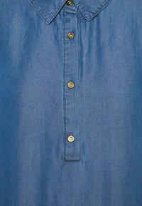 Culture - MINDY DRESS - Maxi dress - light blue wash - 2