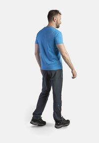 IZAS - CLOISTER - Pantalons outdoor - dark grey/blue river - 2