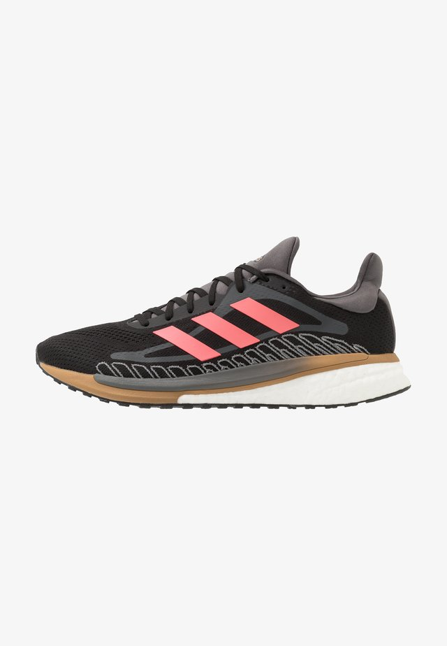 SOLAR GLIDE BOOST RUNNING SHOES - Chaussures de running neutres - core black/signal pink/copper metallic