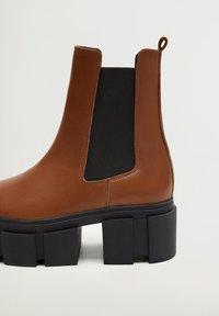 Mango - TRACTOR-I - Ankle boots - średni brązowy - 5