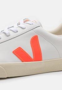 Veja - ESPLAR LOGO - Baskets basses - extra white/orange fluo - 5