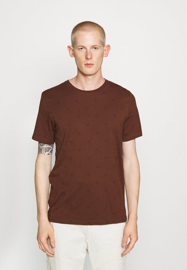 CLASSIC CREWNECK TEE WITH ALL OVER PATTERN - T-Shirt print - brown