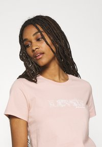 Levi's® - THE PERFECT TEE - T-shirt con stampa - sand - 4
