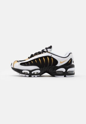 AIR MAX TAILWIND IV - Sneakers basse - black/metallic gold/white