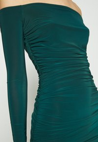 Missguided - BARDOT SLINKY RUCHED MIDAXI DRESS - Jerseykjole - deep green - 6