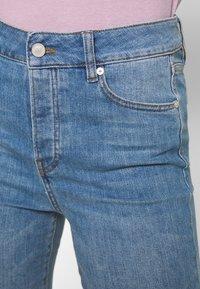 Ivy Copenhagen - REGULAR WASH DARK - Jeans relaxed fit - denim blue - 4