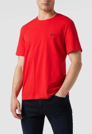 REGULAR FIT MIT LABEL STITCHING - Basic T-shirt - rot