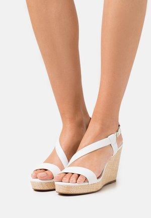 ETIRAVEN - Sandales à plateforme - white