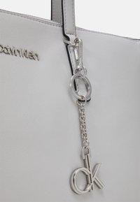 Calvin Klein - Cabas - grey - 3